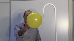 Balloon_static_electricity_water_flow