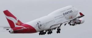 Qantas_plane_taking_off
